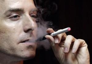 Man met e-sigaret